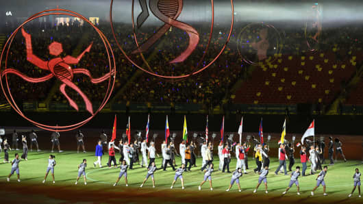Flag bearers of participating nations march into the national stadium during the closing ceremony for the biennial Southeast Asian (SEA) Games in Singapore's National Stadium on June 16, 2015.